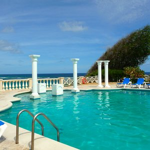Barbados veranda with swimming pool above cliff location