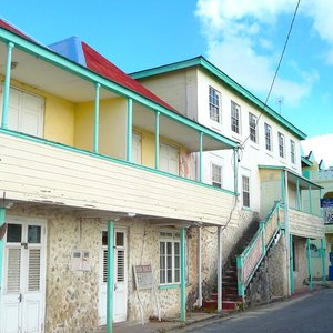 Weather beaten houses along Caribbean sea, photo location