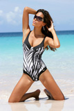 Turquoise Water on White Caribbean Beach Summer fashion Shoots Quelle Catalog - Photos: Dieter Fieres