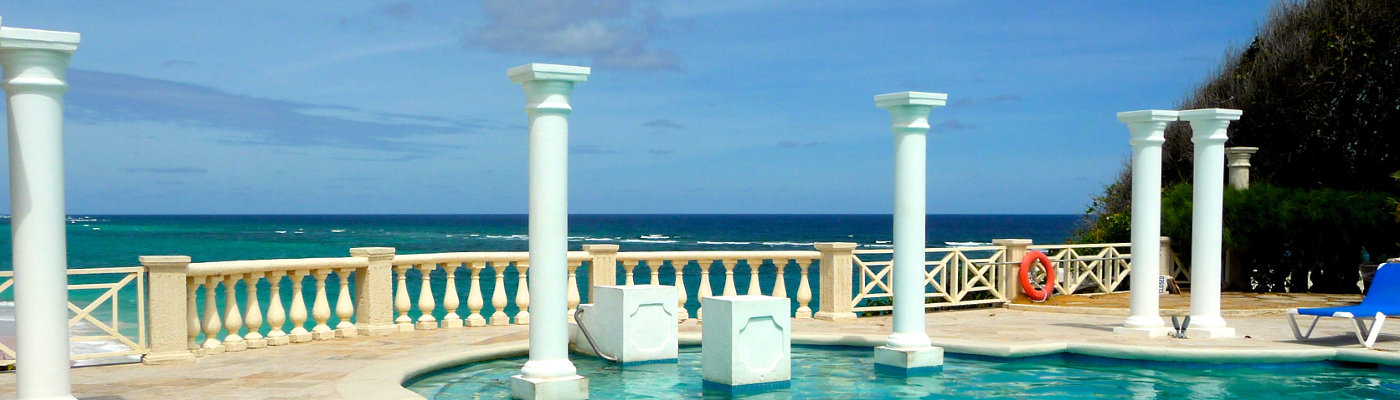 Swimming pool with white pillars on cliff